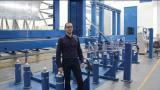 Sylvain Desmarais, responsable du bureau d'étude, devant la machine développée en partenariat avec Airbus et proposant un système de fraisage miroir appelé MMS®.