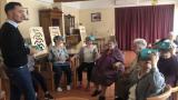M. Megty, cofondateur de Lumeen - en démonstration de ses lunettes de réalité virtuelle pour mieux vieillir