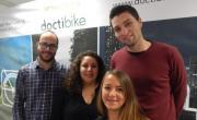 Une partie de l'équipe Doctibike avec Anne-Sophie Caistiker, sa dirigeante, au centre