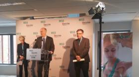 Cyril Schiever, Françoise Grossetete et David Kimelfeld pendant l'inauguration des locaux de MSD Vaccins