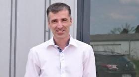 Lors du rachat de l'entreprise, à l'été 2016, Guillaume Sibellas a décidé de délocaliser celle-ci de l'Isère pour s'installer  à Saint-Georges de Reneins, dans le Beaujolais