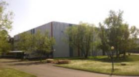 Babolat cède un entrepôt de 7 000 m2