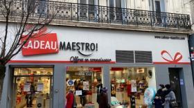 Cadeau Maestro stoppe la vente physique