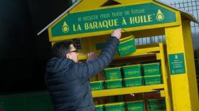 La collecte des huiles usagées en déchetterie.