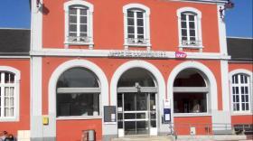 Le fronton de la gare de Commentry.