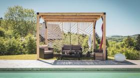 La French Cabane s'adresse aux particuliers qui souhaitent aménager leurs piscines, jardins, terrasses.
