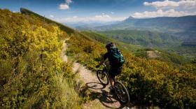 Au fil des années, la GTA a proposé des itinéraires adaptés à la randonnée, aux cyclotouristes, VTT ou encore aux vélos à assistance électrique.