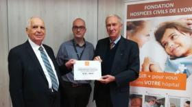 Romain Migliorini, pdt UMGOS- MTRL, Dr Jonathan Lopez, responsable médical de la plateforme Biogenet Sud – HCL, et Bruno Lacroix, pdt de la Fondation HCL.