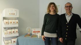 Marie Garcia et Frédéric Fournet avec leur gamme de produits sains et naturels.