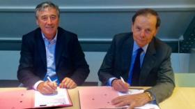 Guillaume Mulliez, Président de 60.000 rebonds et Louis Schweitzer, Président d'Initiative France, lors de la signature du partenariat