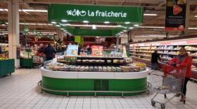 Un stand La Fraîcherie dans un Auchan.