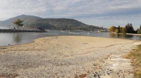 Le lac d'Annecy de plus en plus bas