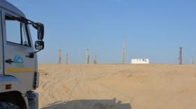 La mine de Tortkuduk est située entre steppe et désert.
