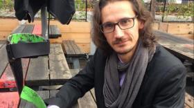 Patrice Caussé, fondateur d'InnovPulse, avec son orthèse innovante.