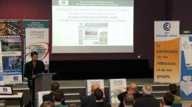 L'équipe de VVAD présente le contenu de son annuaire économique aux entrepreneurs.
