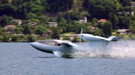 akoya - lisa airplane - bref eco
