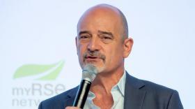 """Dominique Steiler, titulaire de la Chaire """"Paix Economique, Mindfulness et bien-être au travail."""