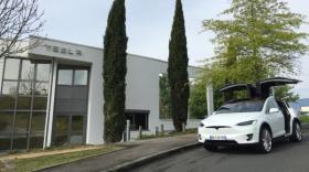 Centre de service de Tesla à Dardilly.