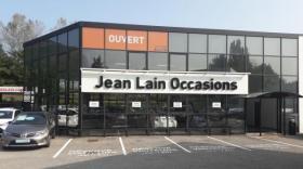Le nouveau centre de véhicules d'occasion de Jean Lain dans la banlieue grenobloise.