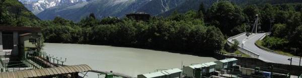 Provenant essentiellement de l'Arve, l'eau est retenue au barrage des Houches.