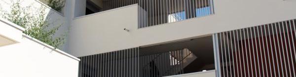A chaque étage du Lodges, une large coursive favorise les rencontres entre le résidents.