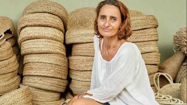 Agnès Lellouche commercialise des produits typés été, plages.