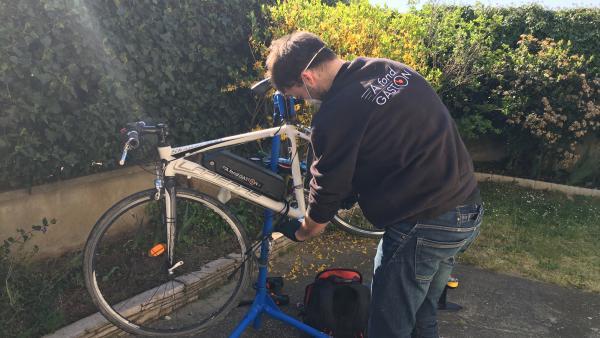 Convertir son vélo en vélo électrique revient jusqu'à 4 fois cher que de prendre un vélo électrique neuf.
