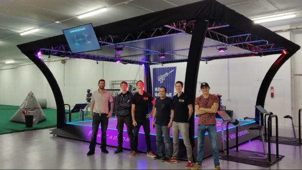 L'équipe de Drone Interactive devant Arcadrone brefeco