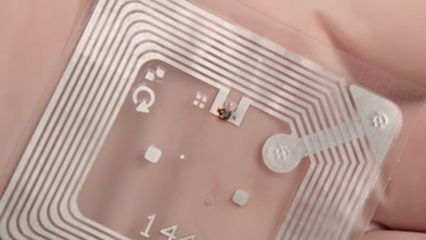 La microbatterie I-Ten peut être intégrée sur des circuits électroniques, sans adaptation spécifique, ni ajout d'étapes supplémentaires de montage