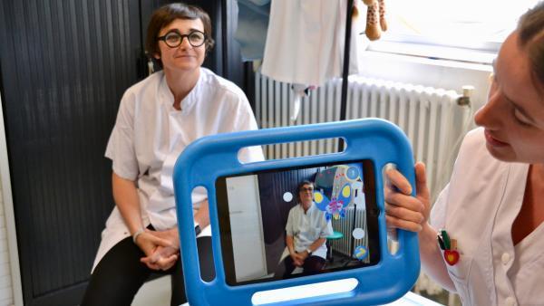 Le Dr Chaleat-Valayer et Cécile Dubois (à droite), infirmière, ont participé au développement de Minidocs.