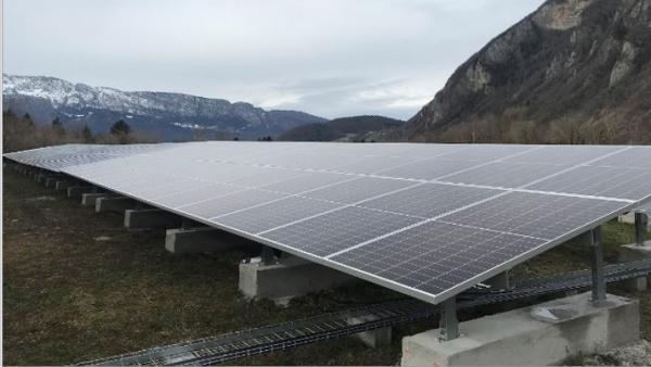 Le parc solaire de Faverges-Seythenex est implanté sur une anncienne décharge.