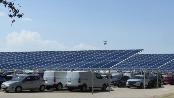 TotalEnergies installe des ombrières photovoltaïques grand format pour Gefco