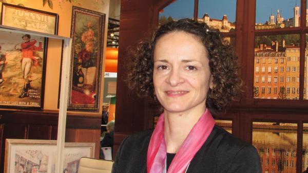 Laure Chazeau sur le stand d'Only Lyon, à Francfort.