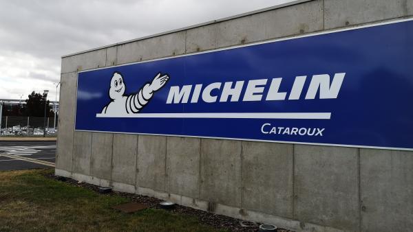 Michelin accuse le coup mais résiste