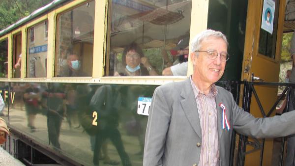 Kléber Rossillon en gare de Colombier-le-Vieux avec le Train de l'Ardèche.