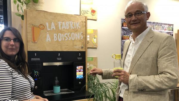 """Cécile Caligaris, chargé d'affaires, et Xavier Pellet, cofondateur de Behring ont dévoilé leur """"Fabrik à boissons"""" lors du Sirha."""