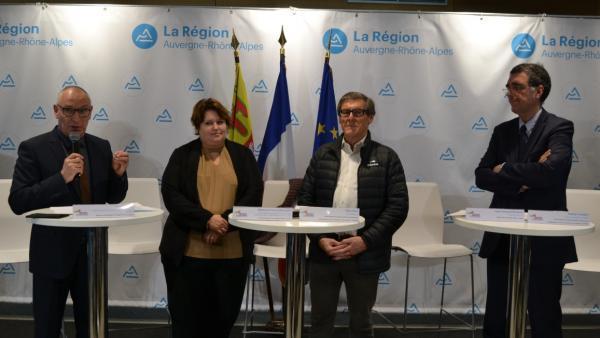 Yves Flammier (Académie de Lyon), Stéphanie Pernod-Beaudon (Région), Alain Huet (AROM) et Jean-François Bénévise (Direccte) présentent le 24e Mondial des Métiers brefeco