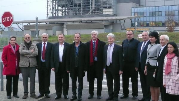 La délégation accueillie par Christian Daudel,consul honoraire de Moldavie en Auvergne Rhône-Alpes, et Lionel Mithieux, président de Savoie Déchets (tous deux au centre).