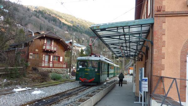 Le tramway du Mont-Blanc, en gare de Saint-Gervais.