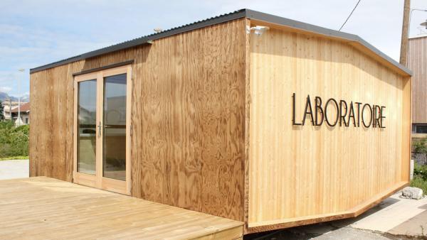 Les designers d'iwoodlove sur le marché des structures mobiles en bois