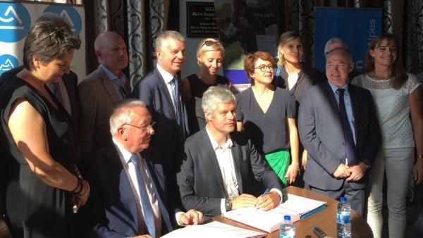 Le contrat initial prévoyait une contribution de 8,3 M€ des collectivités locales, soit 5 M€ de la Région et 3,3 M€ de l'Etat.