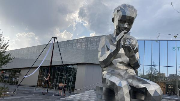 Statue centre commercial Steel, brefeco.com