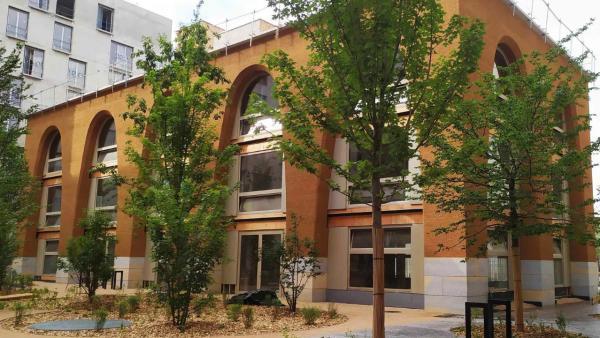 À Lyon-Confluence, un nouveau bâtiment… en terre crue!
