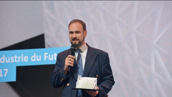Vincent Nourrisson a reçu un trophée lors de la journée Ambition Industrie du Futur organisée en avril dernier par Auvergne-Rhône-Alpes Entreprises dans le cadre du salon Industrie Lyon 2017.