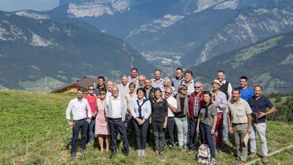 Visite des élus à l'alpage école de Sulens (Serraval) appelé à devenir un centre de ressources unique en France.